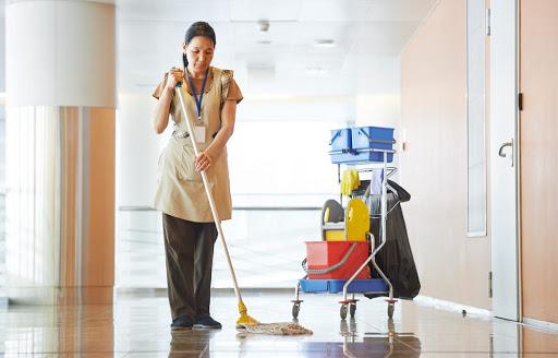 Zoom sur les formations et spécialisations de l'agent de nettoyage industriel