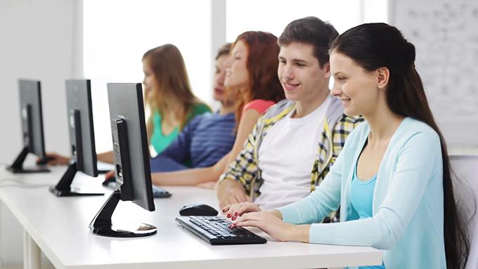 Que propose une école d'informatique ?